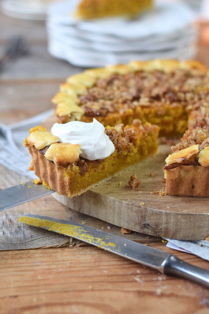 Pumpkin Pie with pekan crunch - Kürbis Pie mit Pekan Krokant Streuseln (15)
