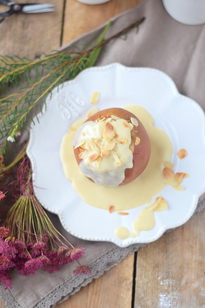 Bratapfel mit Marzipan Füllung und Marzipan Sauce - Baked Apple (14)