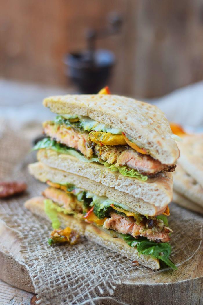 Knusper Lachs Sandwiches mit Pekannüssen, Pesto und Ofenkürbis (25)