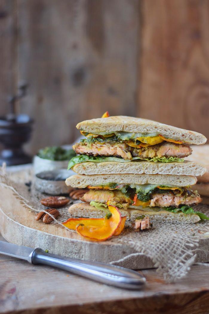 Knusper Lachs Sandwiches mit Pekannüssen, Pesto und Ofenkürbis (33)
