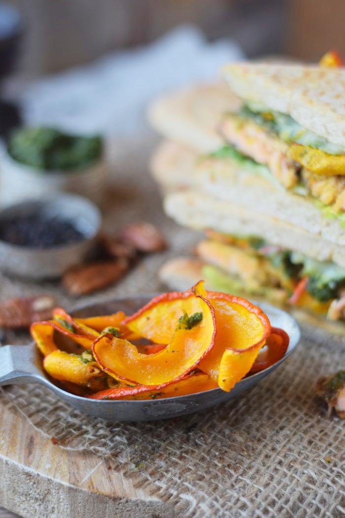Knusper Lachs Sandwiches mit Pekannüssen, Pesto und Ofenkürbis (36)