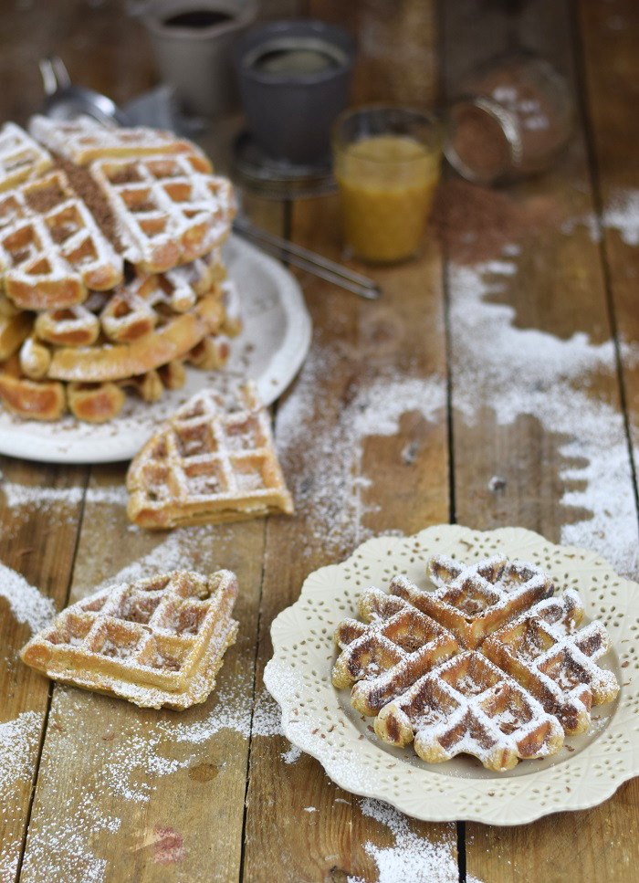 Erdnussbutter Joghurt Waffeln mit Karamellsauce und Schokolade - Peanut Butter Yogurt Waffles with caramel sauce and chocolate (10)