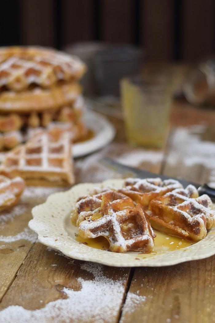 Erdnussbutter Joghurt Waffeln mit Karamellsauce und Schokolade - Peanut Butter Yogurt Waffles with caramel sauce and chocolate (35)