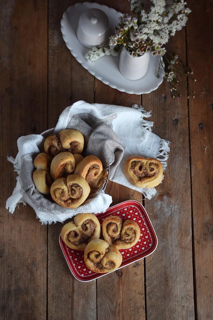 Hefe Zimt Herzen mit Nussfüllung - Cinnamon Nut Heart Rolls (17)