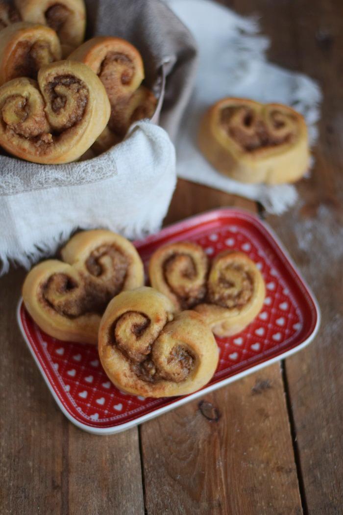 Hefe Zimt Herzen mit Nussfüllung - Cinnamon Nut Heart Rolls (18)