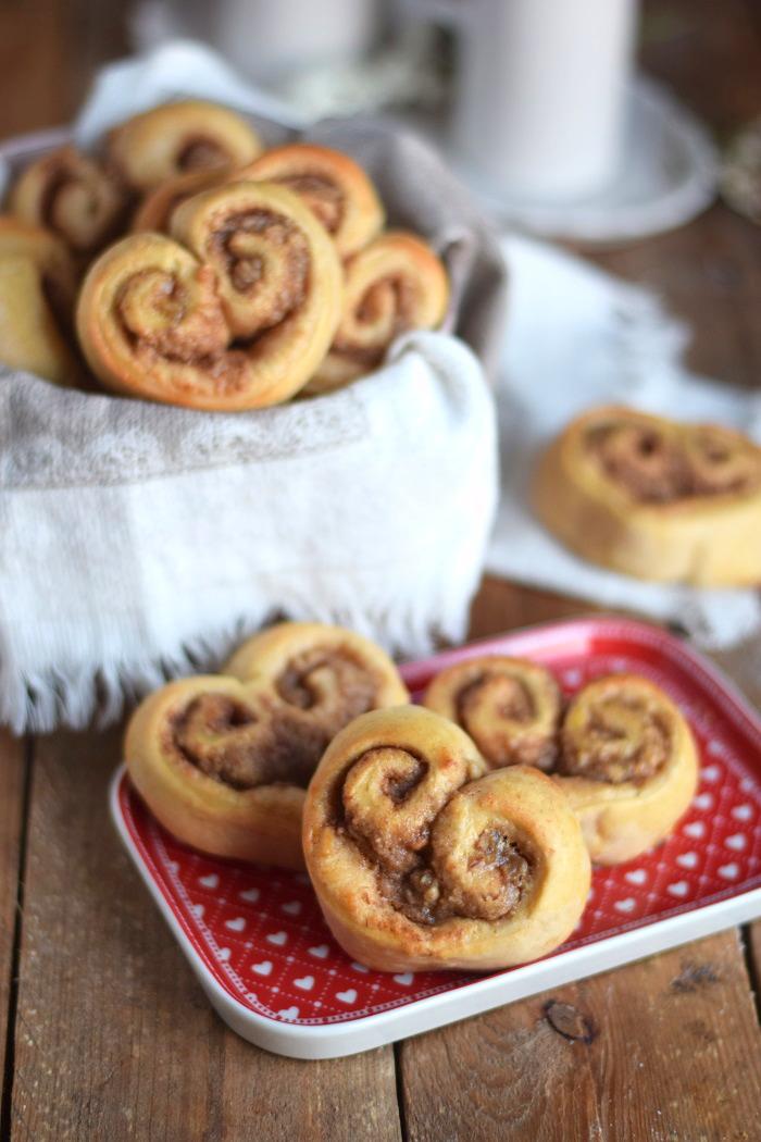Hefe Zimt Herzen mit Nussfüllung - Cinnamon Nut Heart Rolls (9)