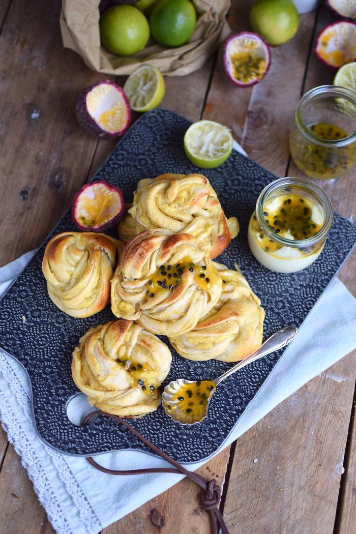 Joghurt Kringel mit Limtten und Maracuja Creme- Yogurt Rolls with limes and passion fruit custard (27)