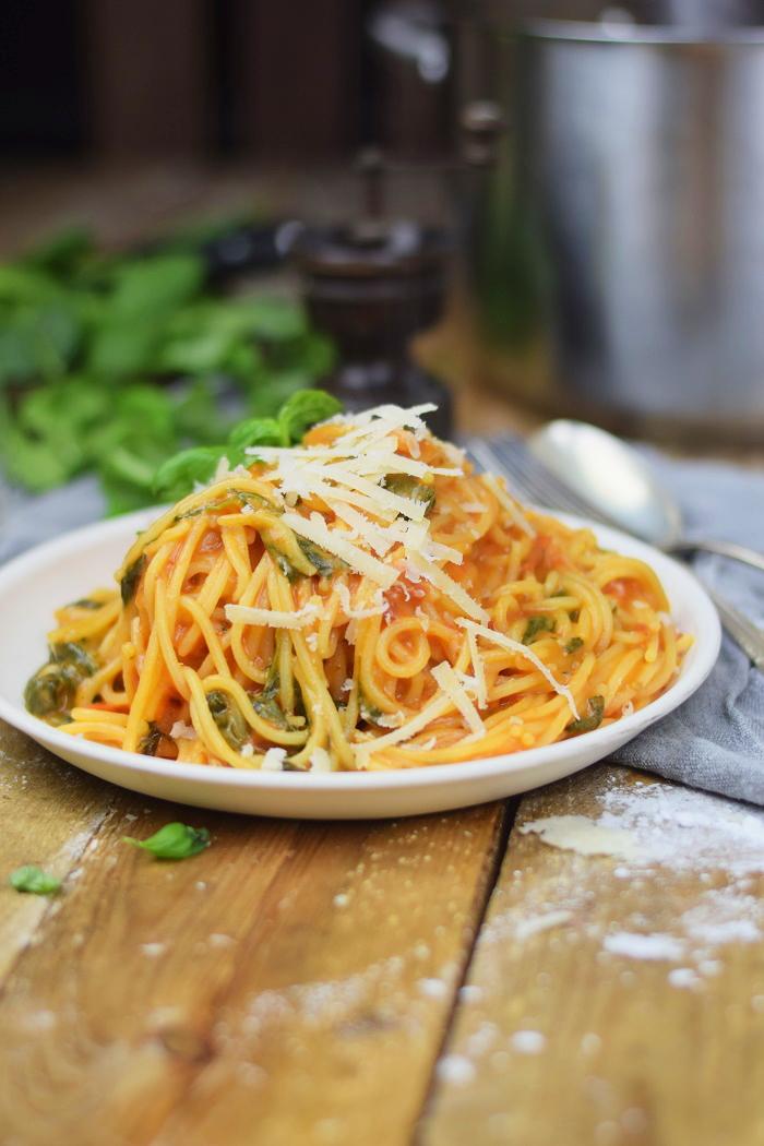 One Pot Pasta - Pasta mit Basilikum, Tomate und Spinat - One Pot Tomato Spinach Basil Pasta (11)