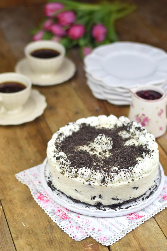 Oreo Vanille Torte mit heißen Kirschen - Oreo Vanilla Cake with Cherries (15)
