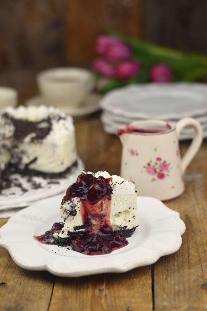 Oreo Vanille Torte mit heißen Kirschen - Oreo Vanilla Cake with Cherries (20)