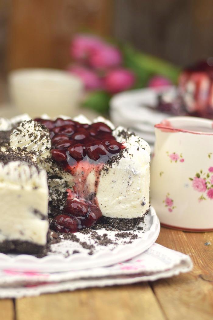 Oreo Vanille Torte mit heißen Kirschen - Oreo Vanilla Cake with Cherries (24)