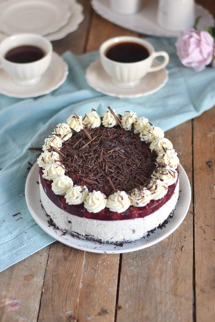 Oreo Vanille Torte mit heißen Kirschen - Oreo Vanilla Cake with Cherries (3)