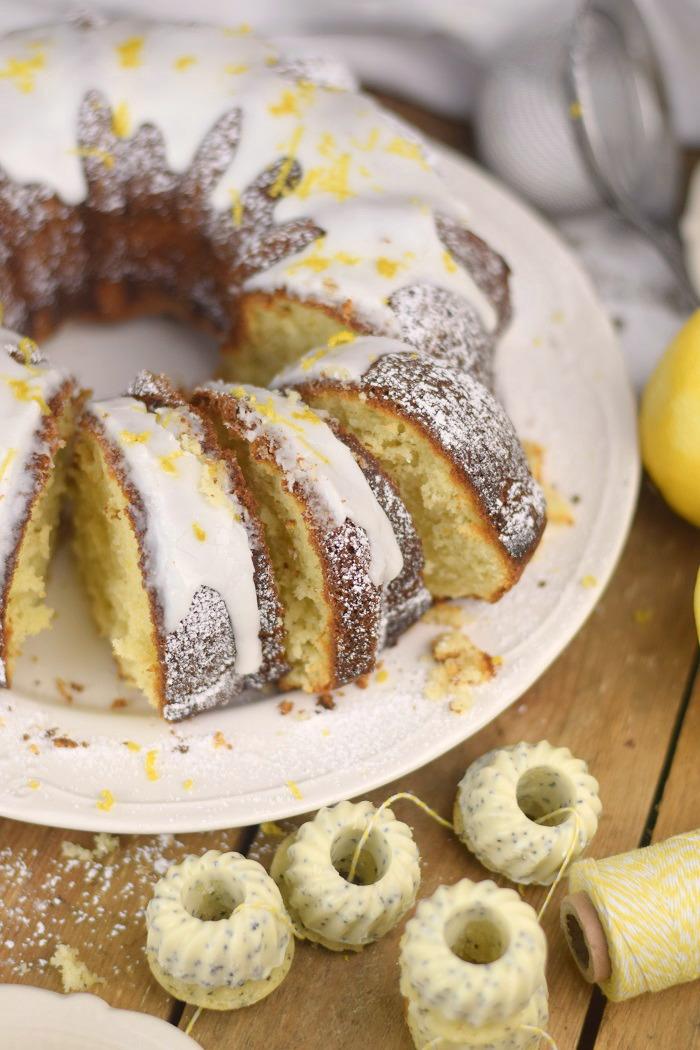 Zitronen Joghurt Gugelhupf - Lemon Yogurt Bundt Cake (21)