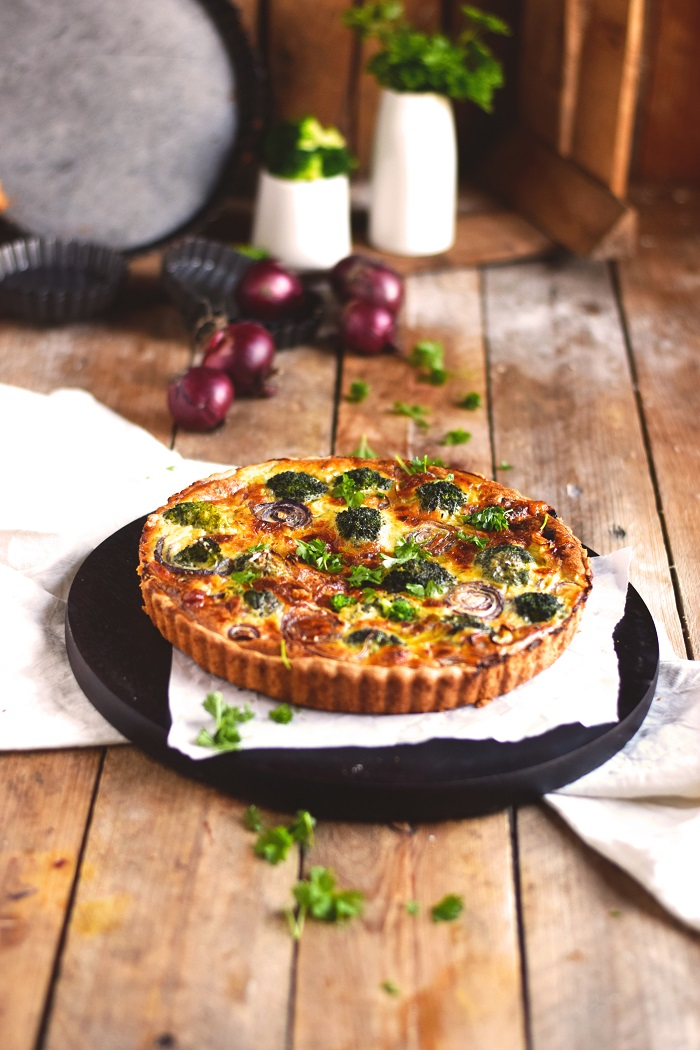 Brokoli Zwiebel Tarte mit Parmesan - Broccoli Onion Tart with Parmesan Cheese (2)