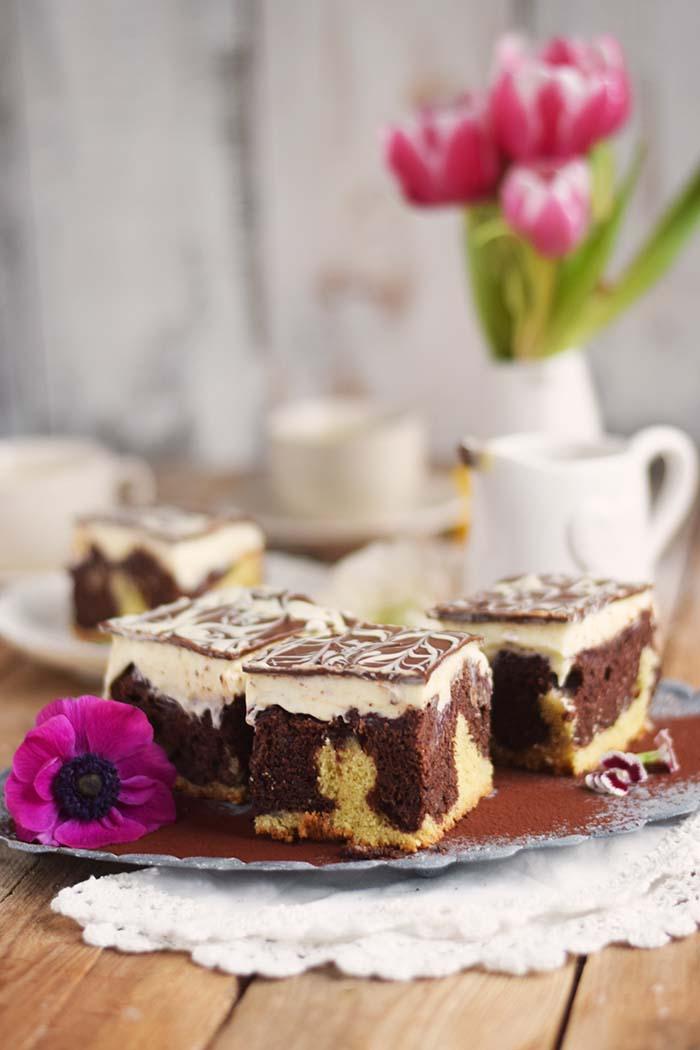 Donauwelle - Chocolate Vanilla Cake with Cherries Donauwelle Schokoladig Cremiger Klassiker (10)