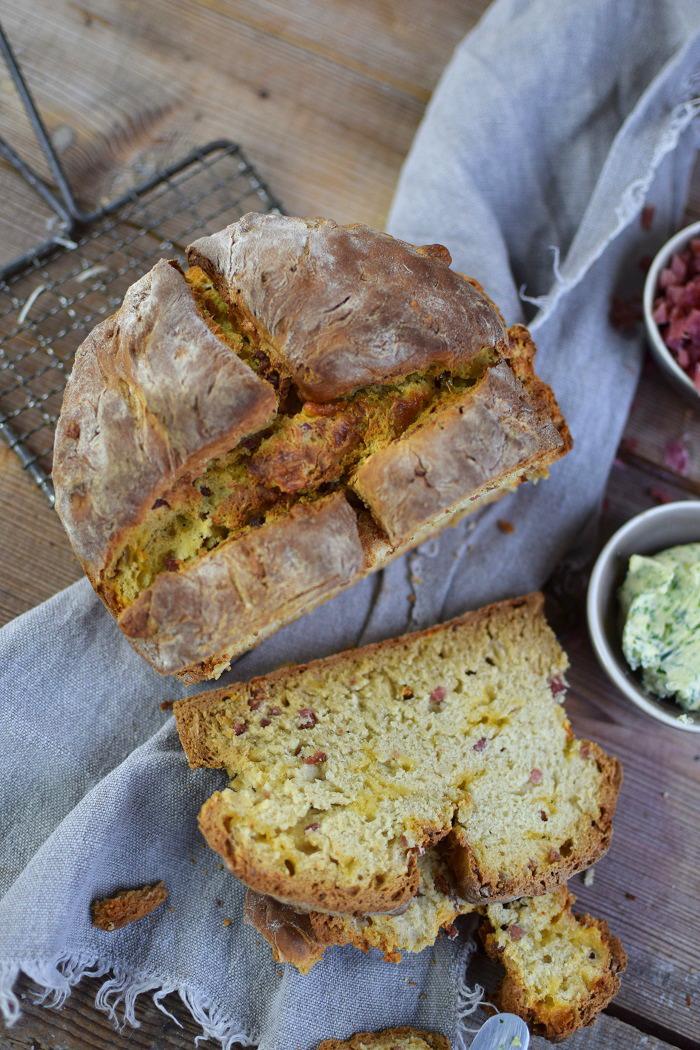 Irish Soda Bread with Cheddar and Bacon - Einfaches Brot ohne Wartezeit mit Käse und Bacon (23)