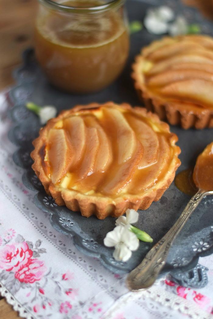 Karamellisierte Birnen Quark Tarte - Caramelized Pear Tart with Cheesecake Filling (11)