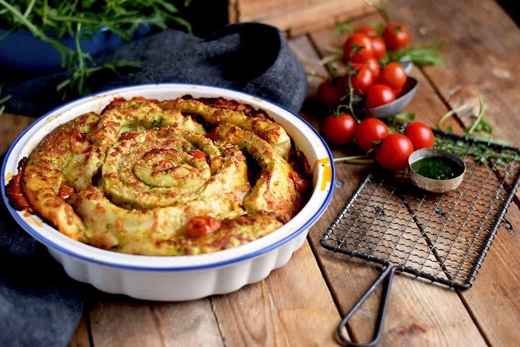 Pizza Pinwheel mit Tomaten und Mozzarella - Pizza Roll with Tomatoes and Mozzarella Cheese (10)