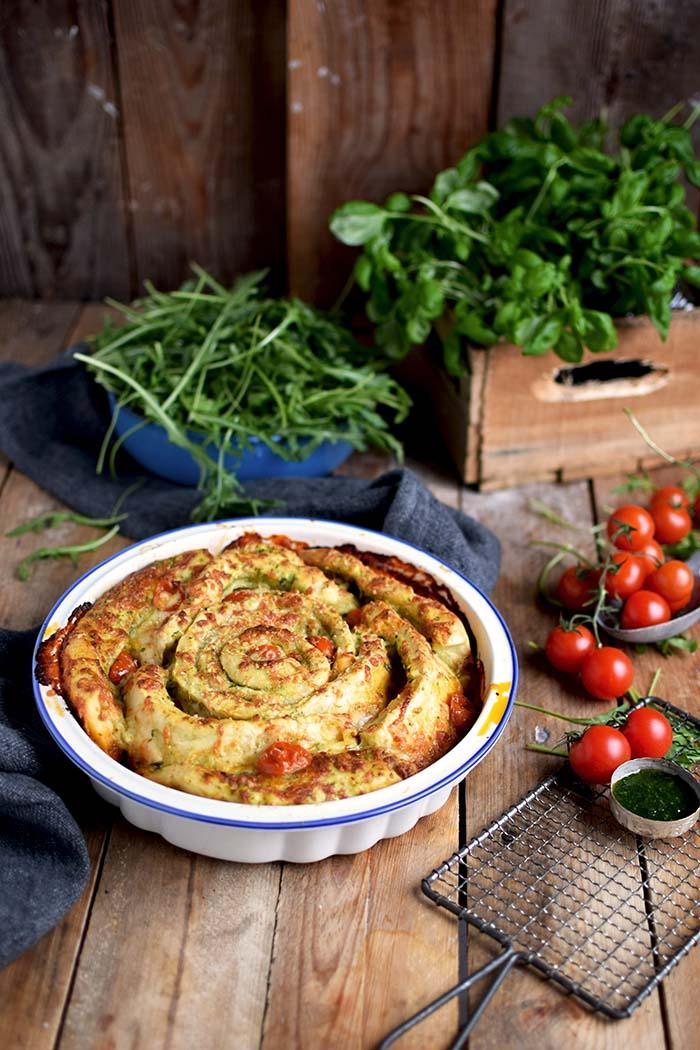 Pizza Pinwheel mit Tomaten und Mozzarella - Pizza Roll with Tomatoes and Mozzarella Cheese (9)