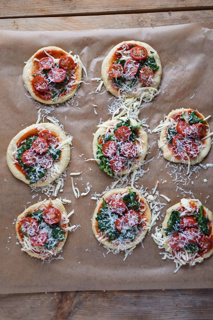 Spinat Pizza mit Käserand - Spinach Pizza with cheese crust (1)
