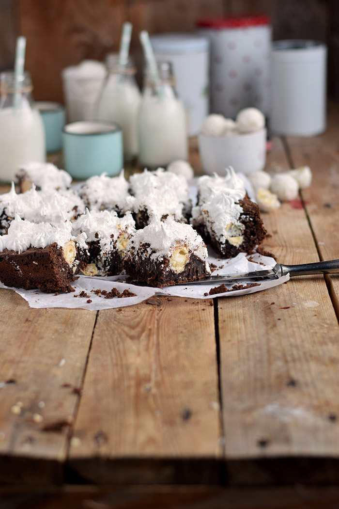 Raffello Brownies - Brownies with coconut truffles and coconut meringue (5)