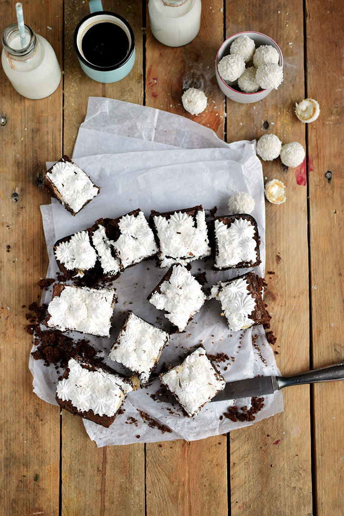 Raffello Brownies - Brownies with coconut truffles and coconut meringue (7)