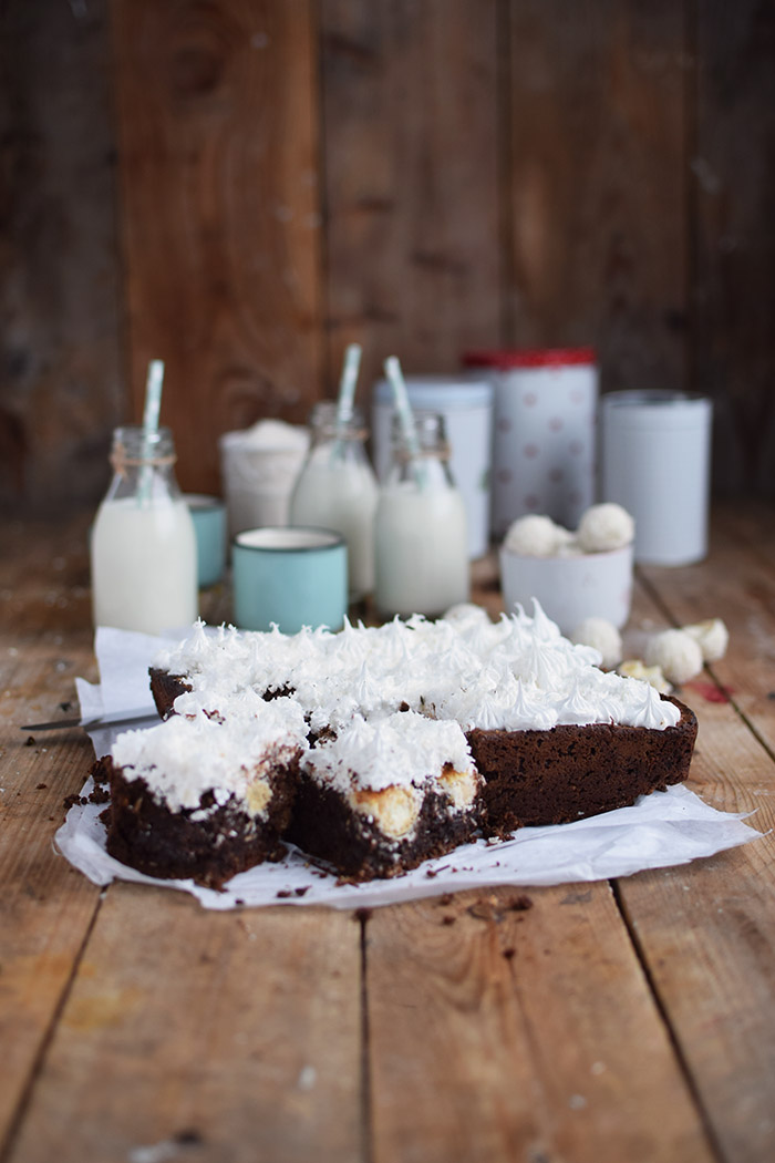 Raffello Brownies - Brownies with coconut truffles and coconut meringue (9)