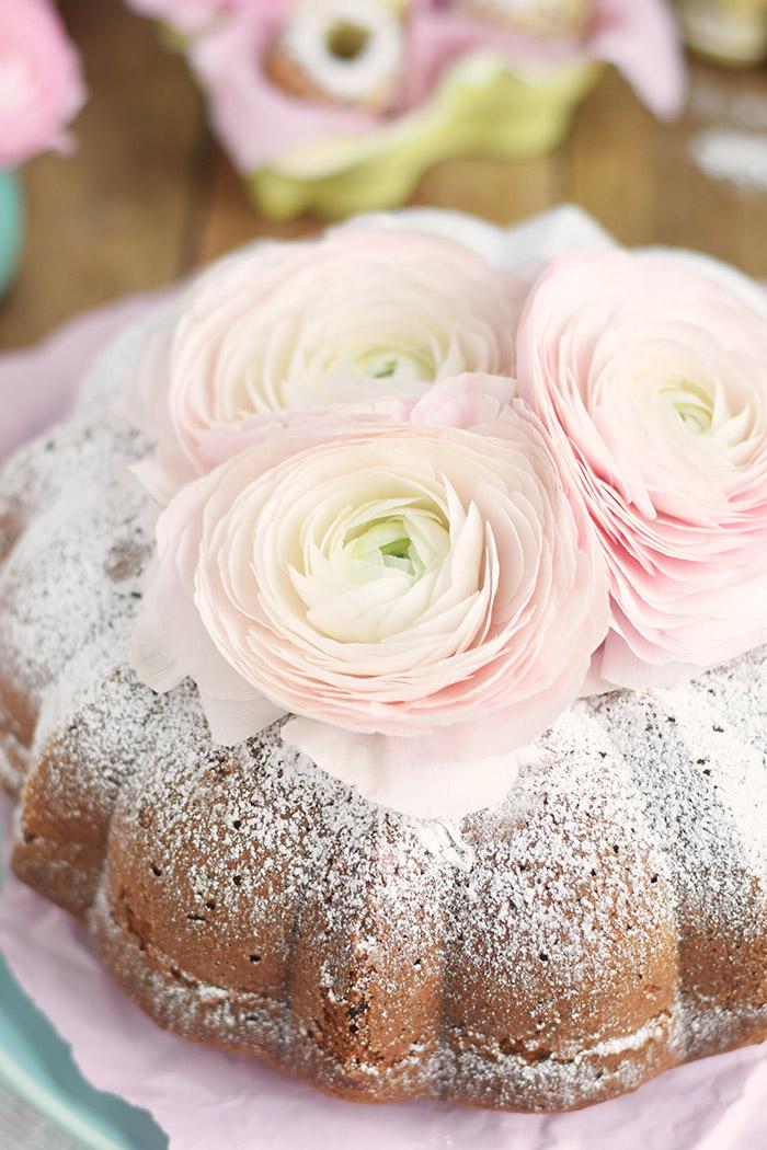 Vanille Stracciatella Gugelhupf mit Schokolade - Vanilla Bundt Cake with Chocolate Chunks (18)
