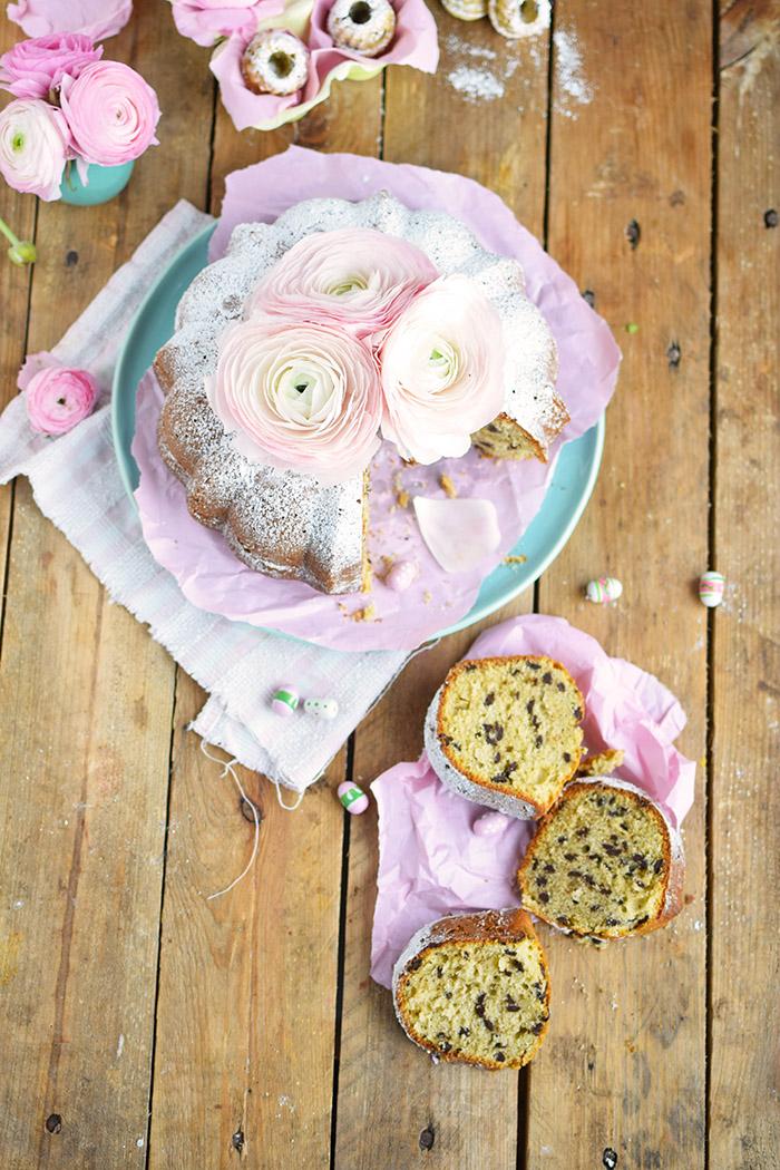 Vanille Stracciatella Gugelhupf mit Schokolade - Vanilla Bundt Cake with Chocolate Chunks (29)