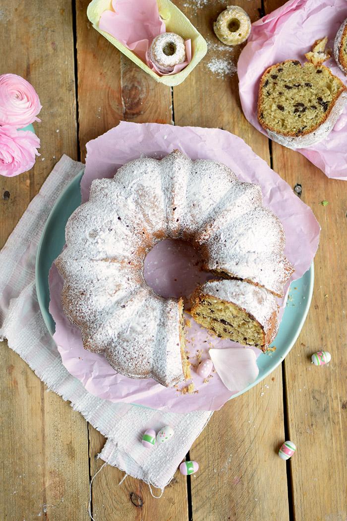 Vanille Stracciatella Gugelhupf mit Schokolade - Vanilla Bundt Cake with Chocolate Chunks (33)