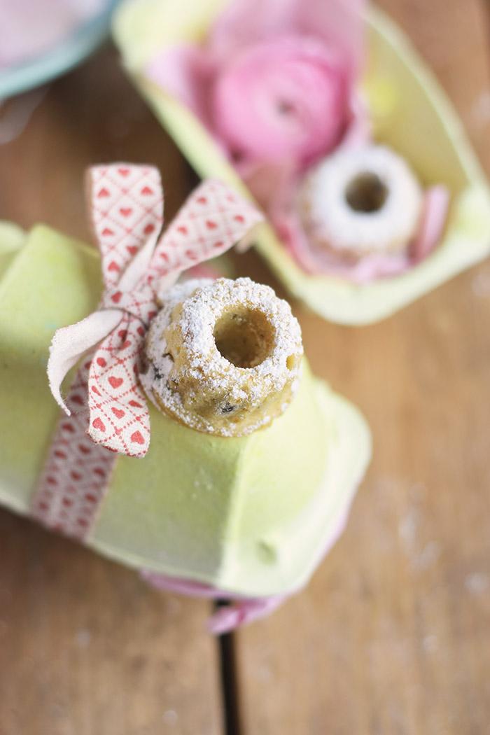 Vanille Stracciatella Gugelhupf mit Schokolade - Vanilla Bundt Cake with Chocolate Chunks (37)