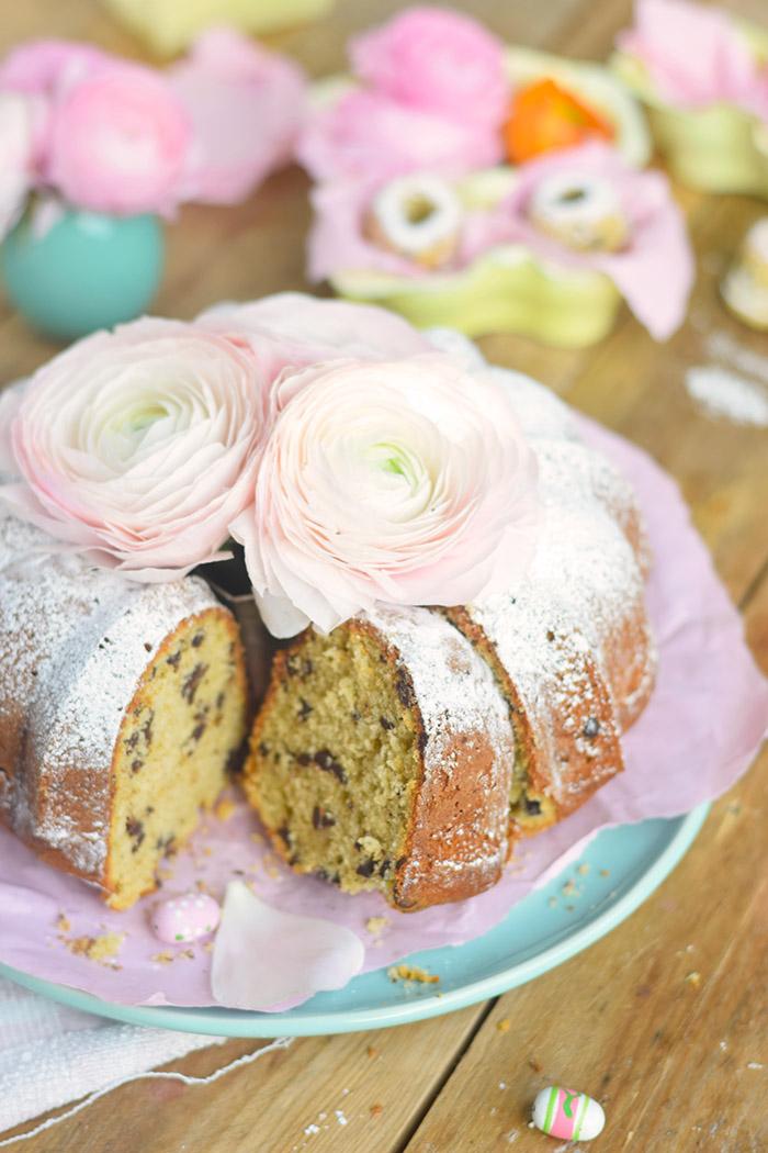 Vanille Stracciatella Gugelhupf mit Schokolade - Vanilla Bundt Cake with Chocolate Chunks (40)