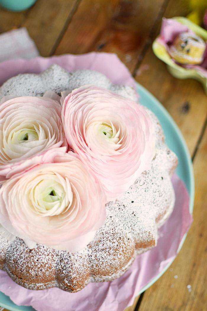 Vanille Stracciatella Gugelhupf mit Schokolade - Vanilla Bundt Cake with Chocolate Chunks (6)