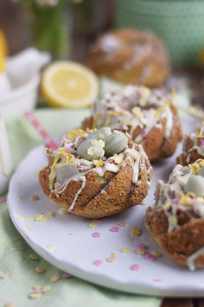 Zitronen Avocado Gugelhupf mit Schokoeiern - Lemon Avocado Bundt Cake (25)