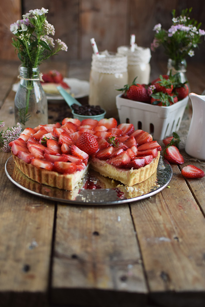 Erdbeertorte mit Cheesecake Swirl - Strawberry Cake with Cheesecake filling and strawberry Sauce (16)