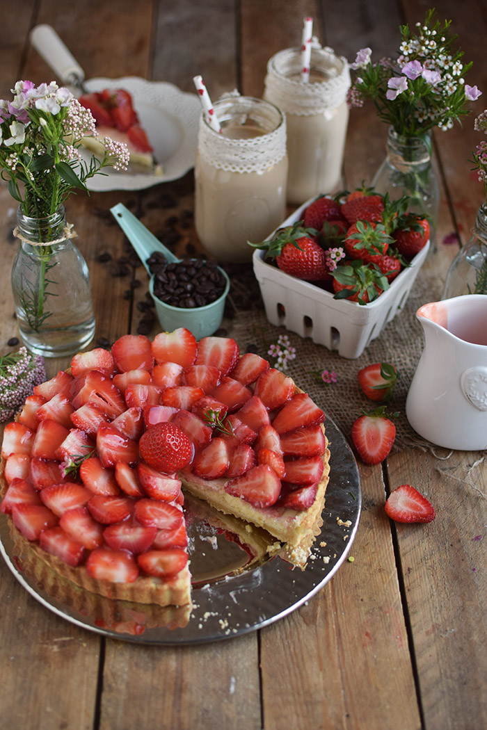 Erdbeertorte mit Cheesecake Swirl - Strawberry Cake with Cheesecake filling and strawberry Sauce (19)