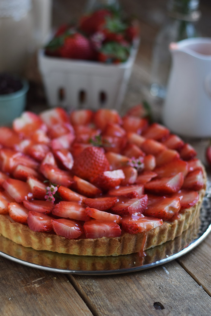 Erdbeertorte mit Cheesecake Swirl - Strawberry Cake with Cheesecake filling and strawberry Sauce (32)