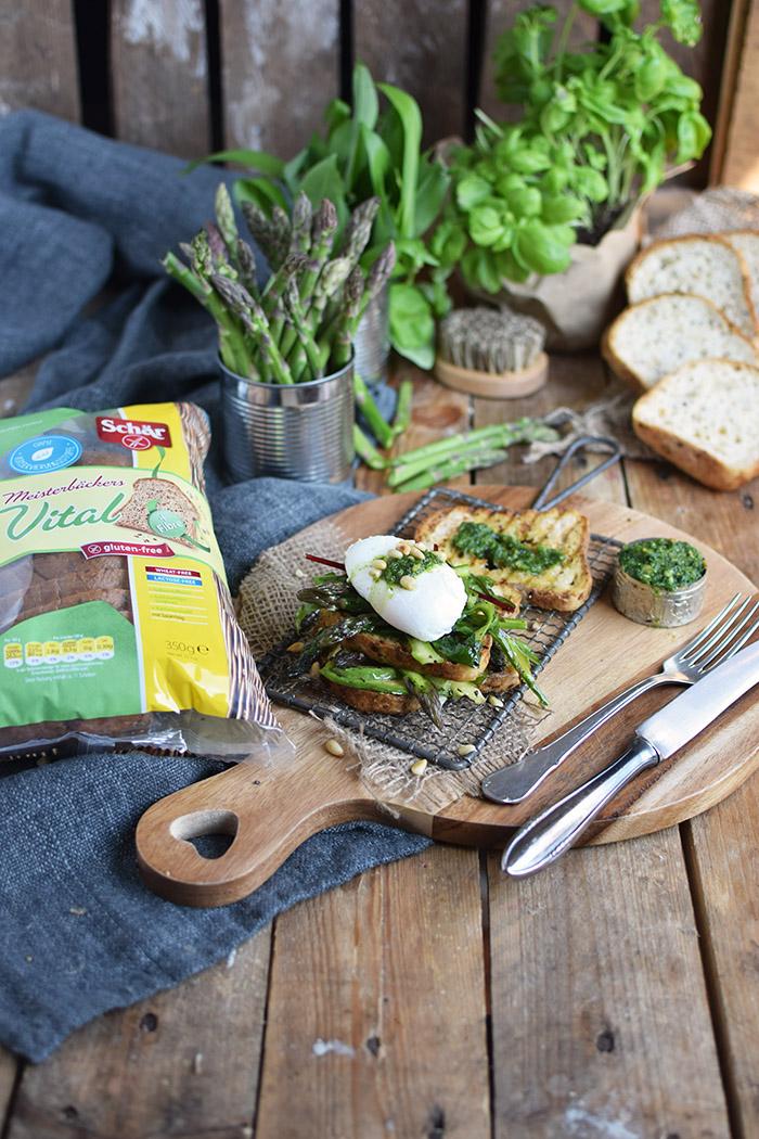 Glutenfreies Sandwich mit Spargel-Mangold-Salat & pochiertem Ei (16)