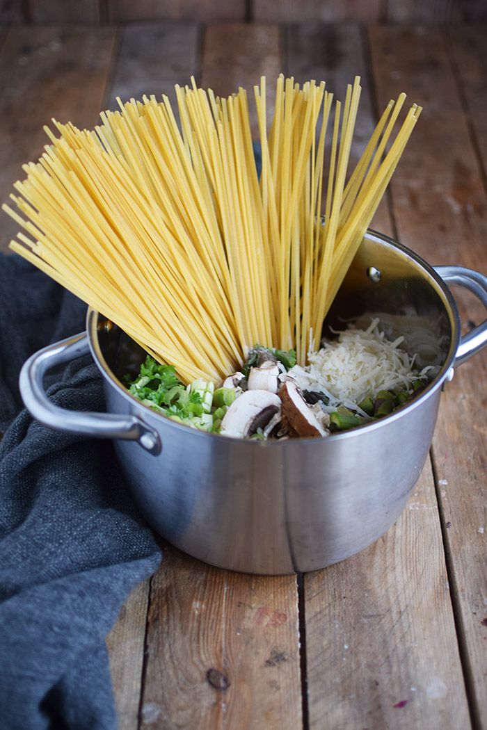 One Pot Pasta mit Pilzen und Spargel - One Pot Pasta with mushrooms and green asparagus (2)