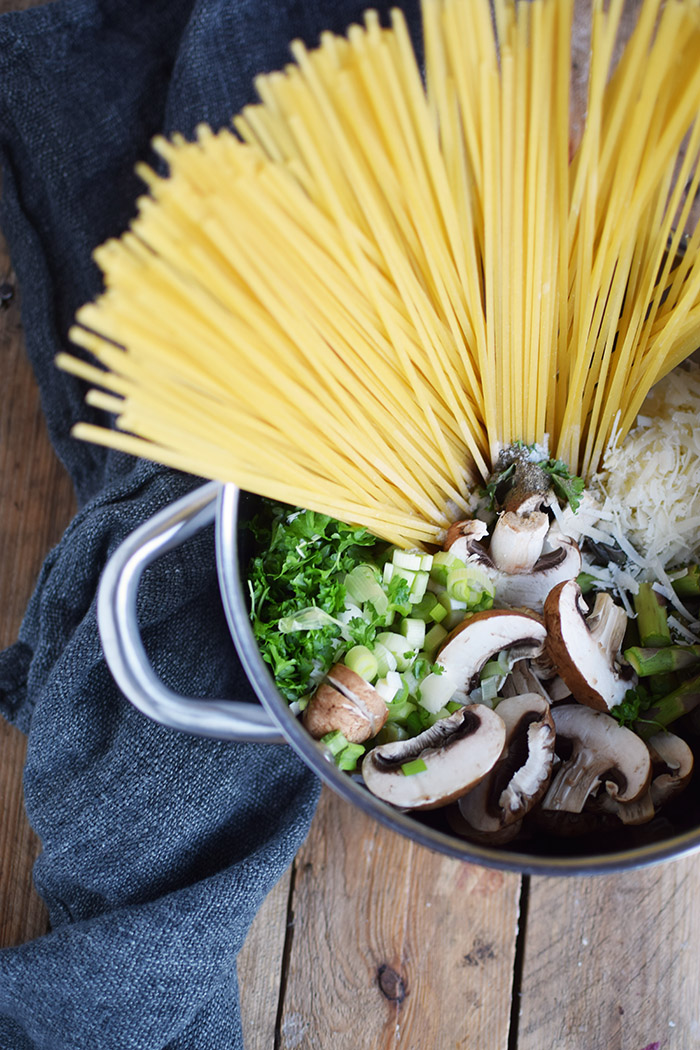 One Pot Pasta mit Pilzen und Spargel - One Pot Pasta with mushrooms and green asparagus (3)
