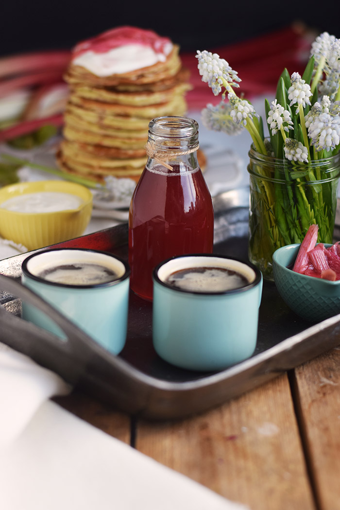 Pancake mit Rhabarber Sirup - Pancakes with rhubarb syrup (13)