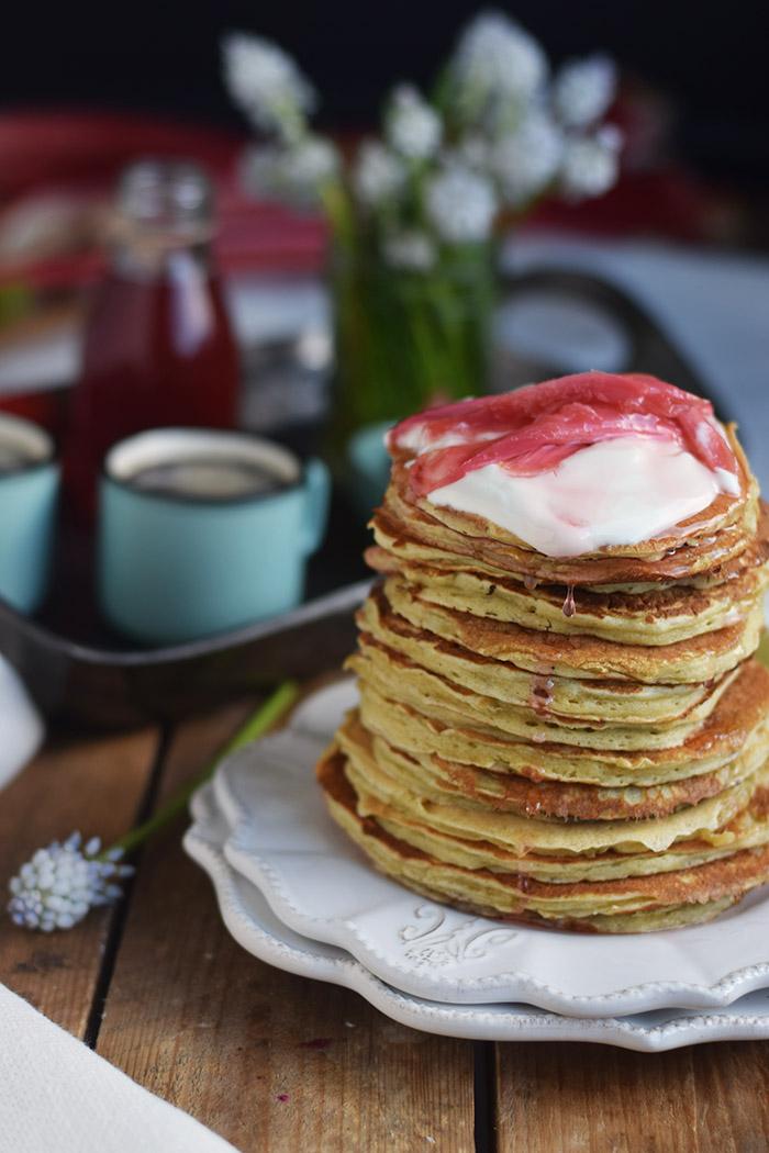 Pancake mit Rhabarber Sirup - Pancakes with rhubarb syrup (16)