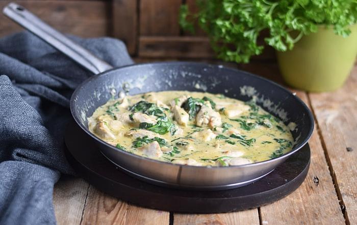 Pasta mit Spinat-Hühnchen-Parmesan-Sauce: Soulfood pur