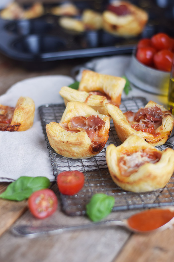 Blaetterteig Pizza Muffins - Puff Pastry Pizza Muffins Cups (10)