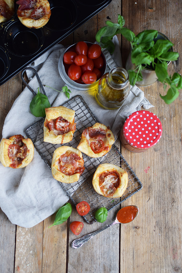 Blaetterteig Pizza Muffins - Puff Pastry Pizza Muffins Cups (13)