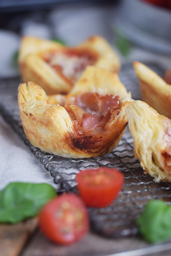 Blaetterteig Pizza Muffins - Puff Pastry Pizza Muffins Cups (16)