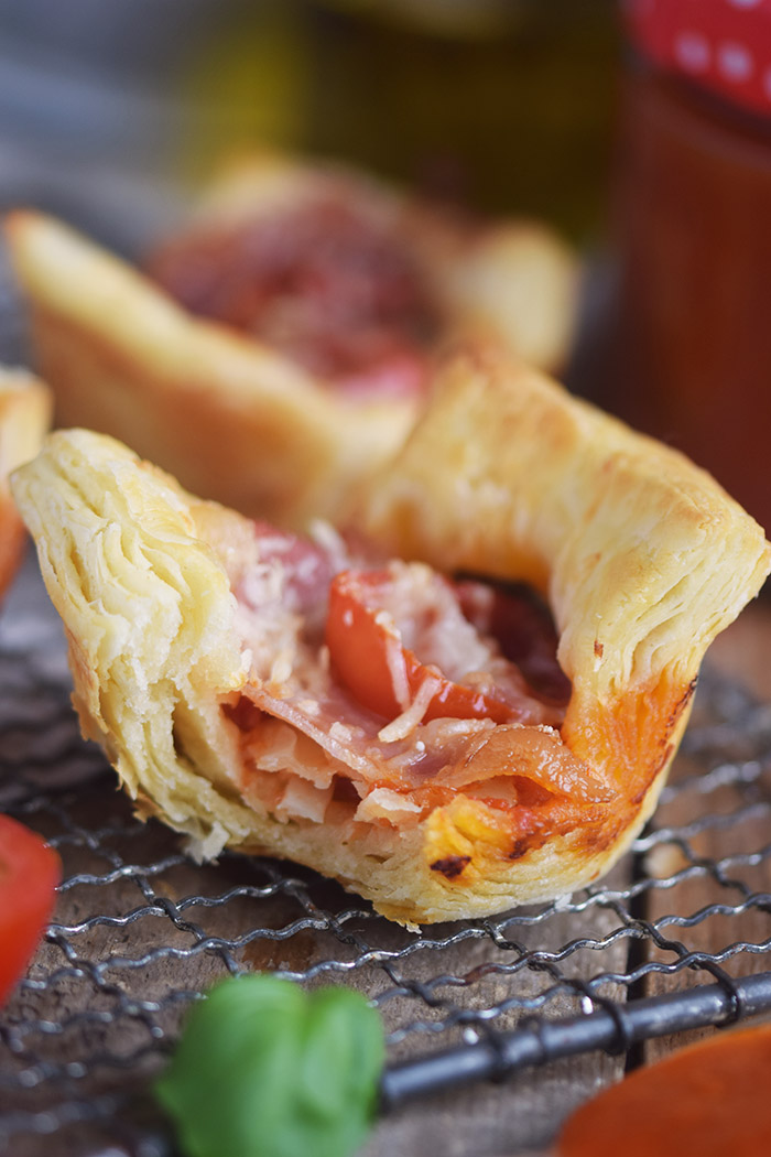 Blaetterteig Pizza Muffins - Puff Pastry Pizza Muffins Cups (17)