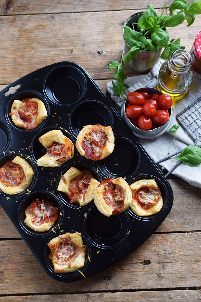 pizza bl tterteig muffin cups pizza puff pastry muffin cups. Black Bedroom Furniture Sets. Home Design Ideas