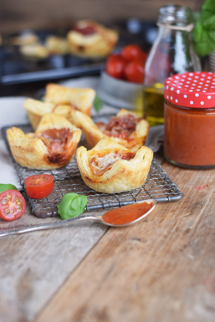 Blaetterteig Pizza Muffins - Puff Pastry Pizza Muffins Cups (6)