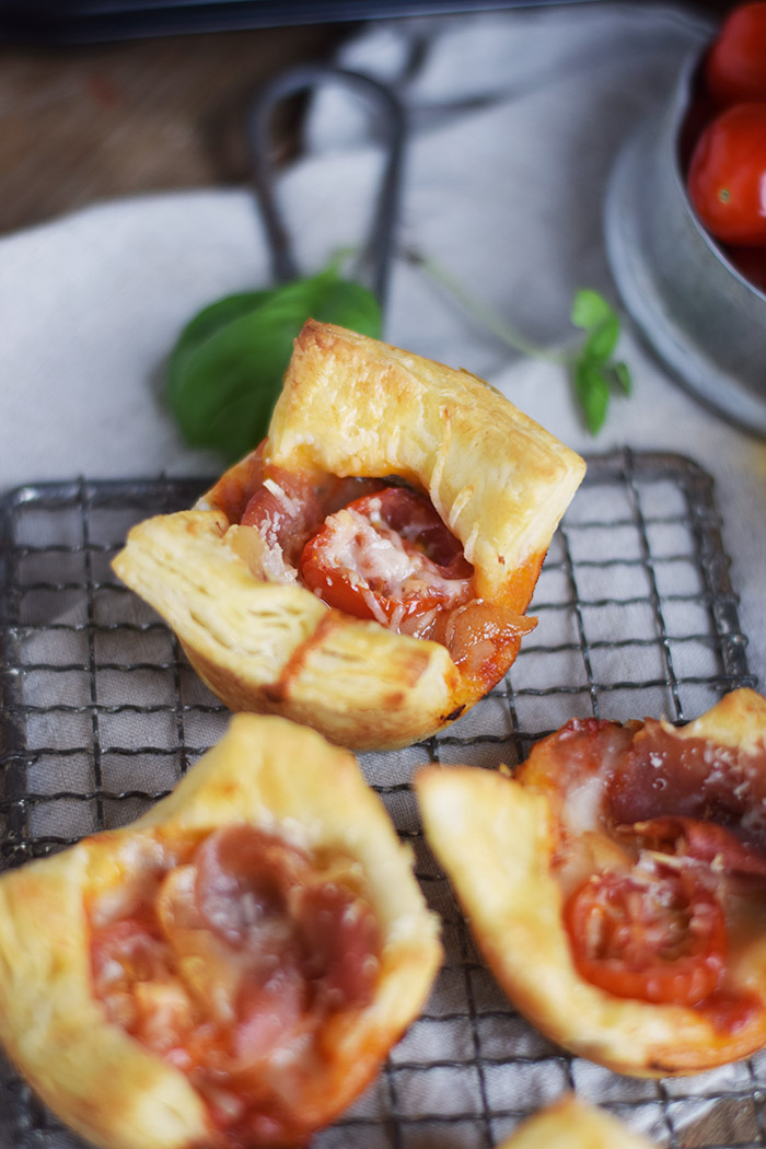 Blaetterteig Pizza Muffins - Puff Pastry Pizza Muffins Cups (8)